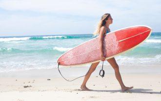 海で髪の毛がパサパサに!薄毛と海水の関係