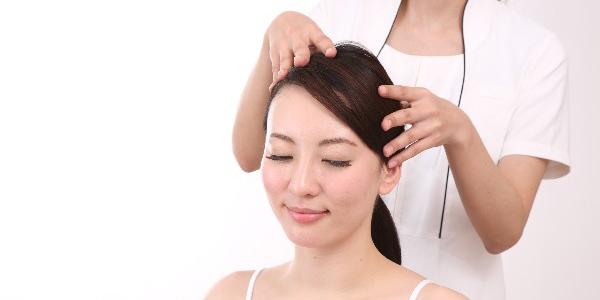 髪のための正しいマッサージ